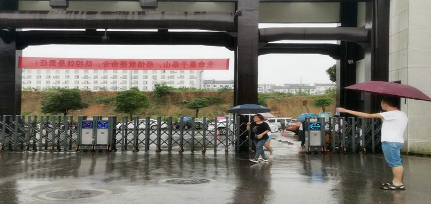 江西婺源茶业职业学院首批高职扩招新生入校报到参加线下教学